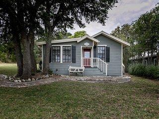 Broadway Cottage | Fredericksburg Vacation Rental