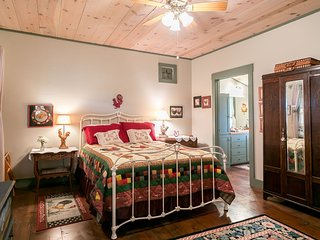 Rooster Springs | Fredericksburg Vacation Rental