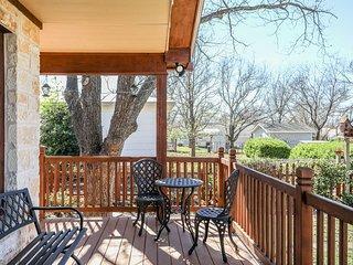 Red Rooster Haus | Fredericksburg Vacation Rental