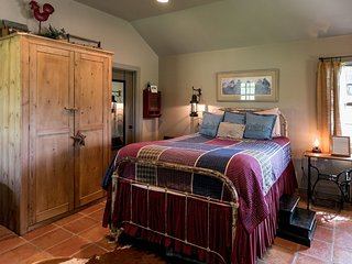 Palo Alto Creek Farm The Hideaway | Fredericksburg Vacation Rental