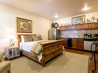 Elizabeth House The Lower Suite | Fredericksburg Vacation Rental