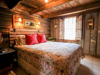 Rocking Ox Guesthouse | Fredericksburg Vacation Rental
