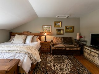 Gillespie House: West Suite | Fredericksburg Vacation Rental