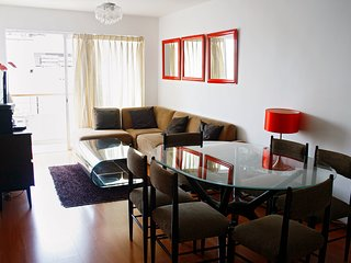 Miraflores - 3Dorm Apt - 2 Blocks from Kennedy Pk