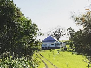 Recently renovated Queensland farm workers cottage with stunning views
