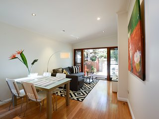 Fresh Clean & Bright Terrace - Newtown house