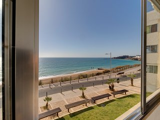 T2 Sea View - beachfront 2 bed apt in Albuferia