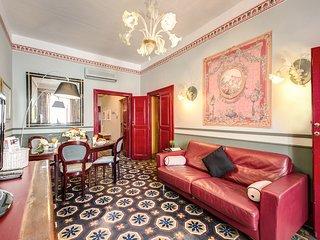 Renovated Chic & Stylish Navona Apartment!