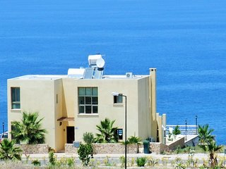 villa SUNSET with spacious private pool area, plus, BBQ, WiFI & Internet TV