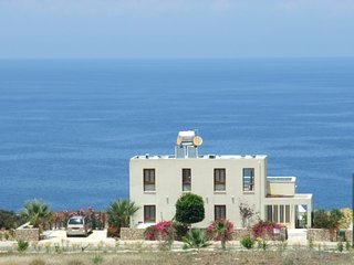 Sea Cliff villa, 4 beds, sleeps 2- 7, Free Wifi, Heated Pool option