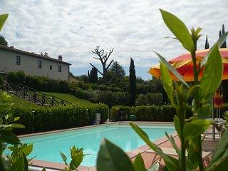 Casa vacanze ' Casale al Pino' con piscina non lontano dal mare