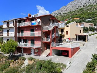 Stanici Apartment Sleeps 8 with Air Con - 5470107