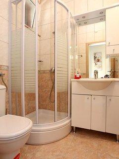 Bathroom 1, Surface: 2 m²
