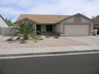 WALK TO GOLF/3 BDRM HOUSE/SHOPPING/SPORTS & ENTERTAINMENT/PEORIA/GLENDALE AZ