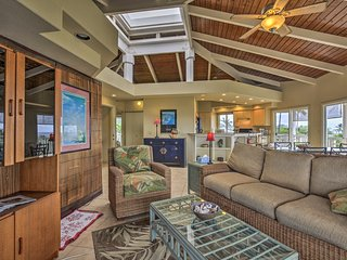 Kailua-Kona Apartment w/ Pool, Deck & Ocean Views!