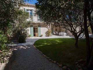 Maison Provençale du 18ème siècle de 160M2 jardin de 350M2, bassin-spa