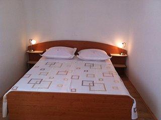 One bedroom apartment Mala Lamjana, Ugljan (A-11019-b)