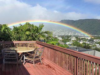 Manoa Valley 3BR Duplex w/ Private Hot Tub & Large Lanai w/ Diamond Head View