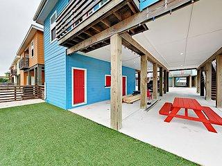 Sunny 4BR Home w/ Private Patio, Porch & Balcony -- 1 Mile to Beach