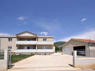 Three bedroom apartment Plano (Trogir) (A-11649-a)