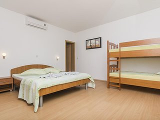 One bedroom apartment Brela, Makarska (A-11687-a)