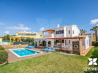 Villa Magali - Peaceful 4 Bedroom Only 200m From the Beach and Amenities