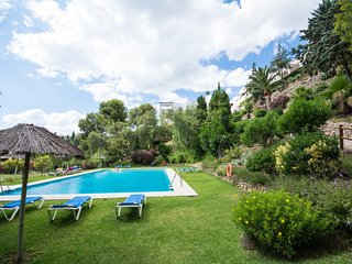 Relaxing holidays in Marbella mountains. 10 min. driving Banus and beaches