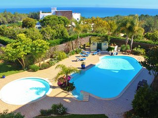 Amazing Apartment w/Pool! Only 5min to the Beach!