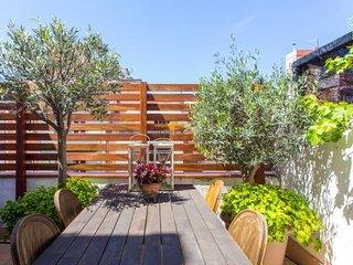 Duplex atico 1BR/1BA with 2 Terraces with views of Sagrada Familia. Come Visit!