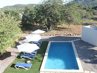 Villa con piscina y barbacoa al lado de la playa  para gente que busque relax