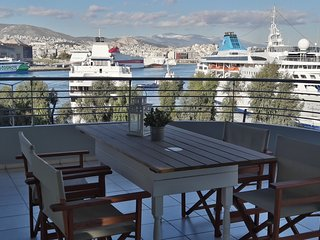 Chic style 2 bedroom apartment in Piraeus, great cruise port views