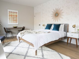 Charming Studio in Gaslamp Quarter by Sonder