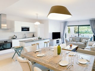 Capanes Luxury Holiday Rental - Luxury 3 bedroom apartment