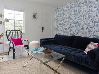 Colorful 2BR in Miami River Inn by Sonder