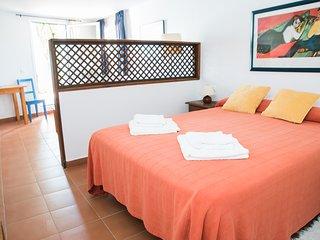 La Galbana, apartamentos rurales, estudio con piscina