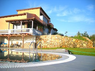 Melissa Luxury Villa Suites with pool & sea view