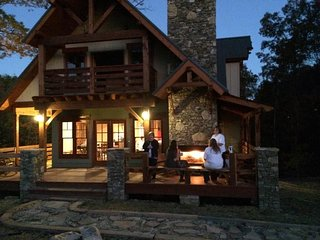 20 Minutes From Downtown Chattanooga, HOT TUB, roast SMORES, natural SPRINGS
