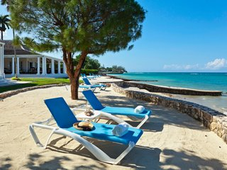 Phoenix on the Beach at the Tryall Club - Ideal for Couples and Families, Beauti