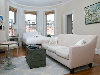 Charming Studio in Back Bay by Sonder