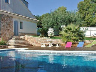 CD305 - Attractive pool villa nearby beaches and lots of activities