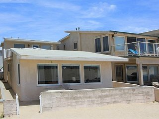 Great Upper Level Beach Cottage! Oceanfront with Beautiful Views!