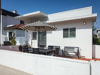 2 Beach Cottages Just Steps to the Sand (2Bd/2Ba + 1Bd/1Ba) Patio, BBQ, A/C!