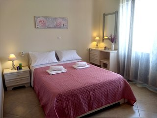 2 bedroom holiday house in the centre of the Platanias resort, 100m to the beach
