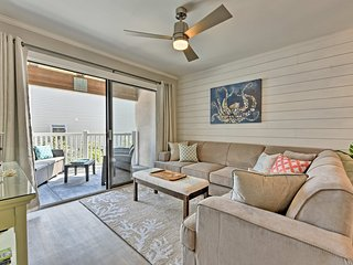 St. Simons Island Condo w/Pool Near Beach, Village