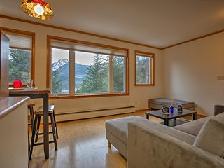 Chic Central Juneau Apartment - 5 Mins to Downtown