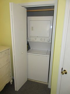 washer-dryer in bedroom 3