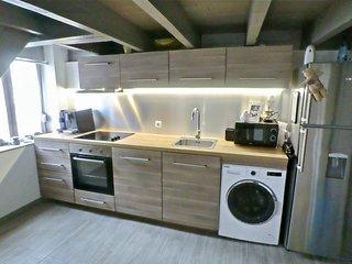 Cuisine moderne et toute équipée pour votre plus grand confort, avec lave vaisselle et lave linge.