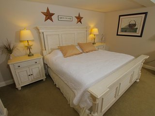 King Room with Sea View 306 in Sheepscot Harbour Village Resort