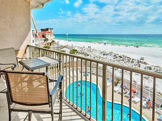 BEACH FRONT Updated Condo, Gulf View Pool, FREE Beach Chairs + FREE VIP Perks