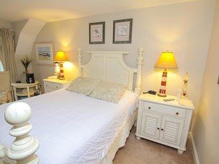 Queen Room in Sheepscot Harbour Village Resort
